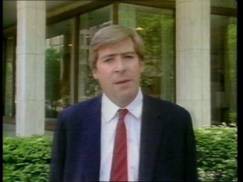 stockvideo's en b-roll-footage met gary hart scandal ext reporter to camera c4n - gary w. hart