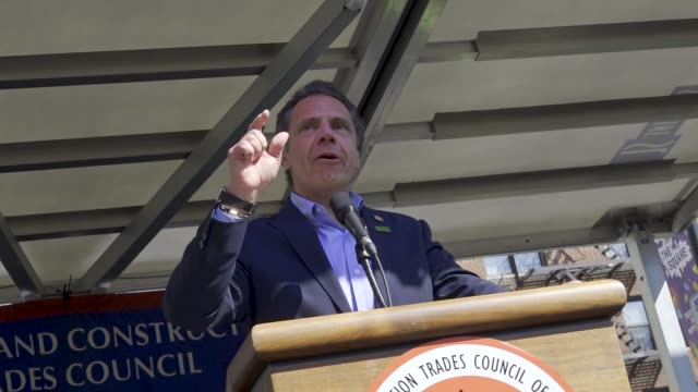 gary labarbera introduces guest speaker the governor of new york andrew cuomo members of the laborers' nyc locals joined with other nyc building... - 長点の映像素材/bロール