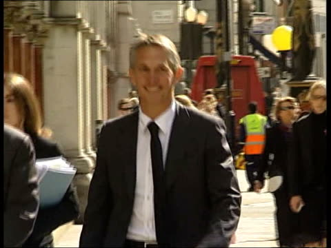 Court appearance ENGLAND London High Court Gary Lineker towards as arriving at court for hearing over article about Harry Kewell transfer TRACK BACK...