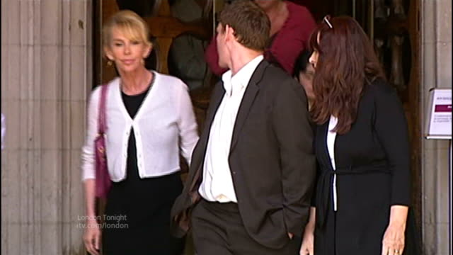 Gary McKinnon extradition threat lifted T15070916 / TX EXT Gary McKinnon leaving High Court with mother Janis Sharp