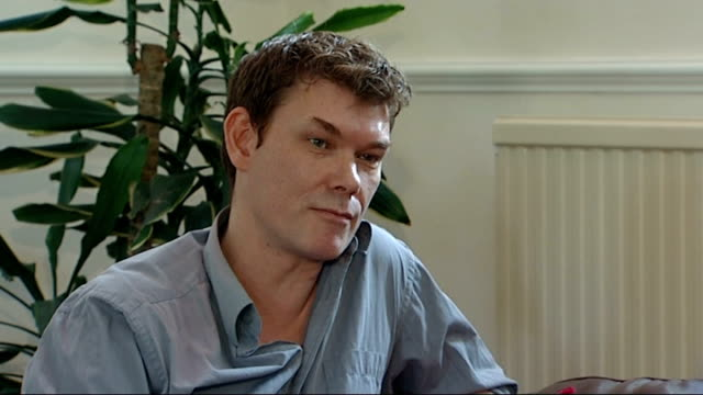 gary mckinnon interview sot gary mckinnon, his mother janice sharp and reporter sitting on sofas janice sharp interview alongside gary sot gary... - chrissie hynde stock videos & royalty-free footage