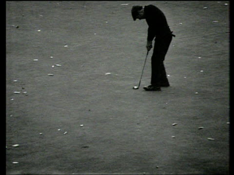 gary player has putt to win match on 18th green but leaves it short world matchplay championship final wentworth 1968 - pga world golf championship stock videos & royalty-free footage