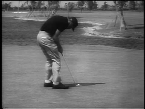 gary player putting in wind at ninth hole at doralryder open / miami / newsreel - einzelner mann über 30 stock-videos und b-roll-filmmaterial