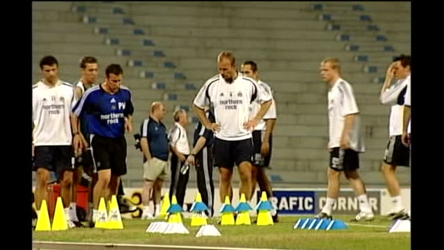 inquest rules death may have been accidental Rr19070401 THAILAND Bangkok Training shots of Alan Shearer and Gary Speed training with Newcastle United...