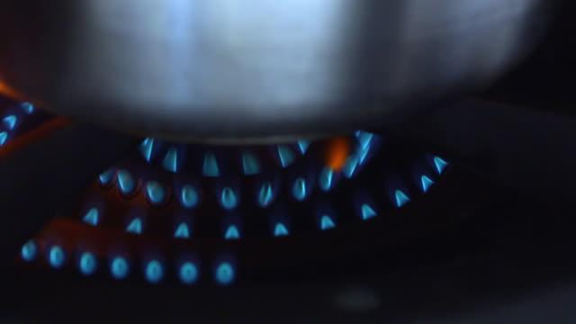 Gas burner - under casserole
