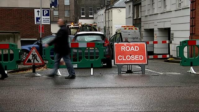 gas explosion at hyatt regency hotel in london; 'road closed' sign blocking road - road closed englisches verkehrsschild stock-videos und b-roll-filmmaterial
