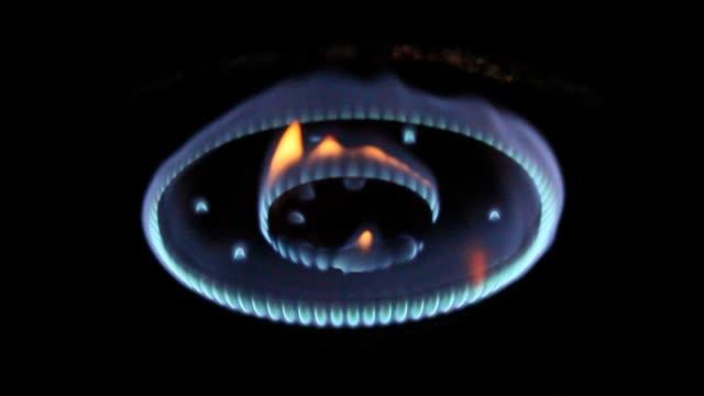 ガスの暖炉 - ブンセン灯点の映像素材/bロール