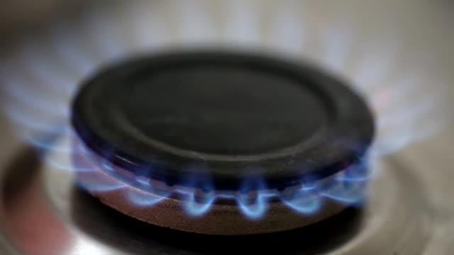 ガス国内環境 - キャンプ用ストーブ点の映像素材/bロール