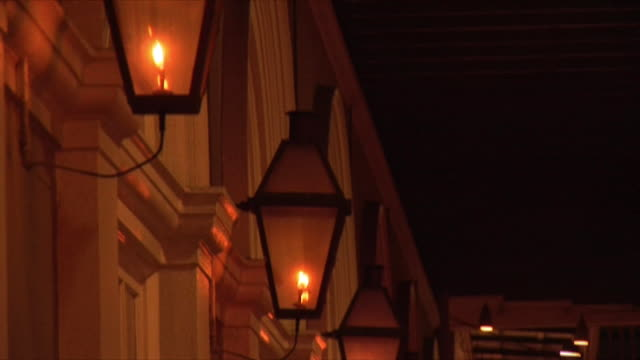 cu td gas lamps at night, french quarter, new orleans, louisiana, usa - electric lamp video stock e b–roll