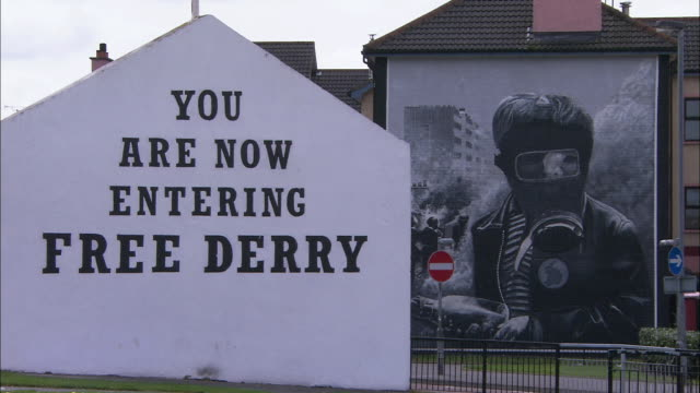 gas mask wall mural, 'you are now entering free derry', northern ireland - derry northern ireland stock videos & royalty-free footage