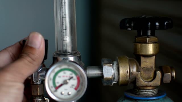 indicatore di pressione - bombola video stock e b–roll
