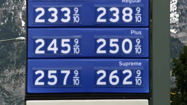 stockvideo's en b-roll-footage met gas price sign in provo, utah. - provo