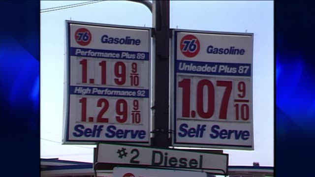 stockvideo's en b-roll-footage met gas prices in july of 1991 on july 04 1991 in los angeles california - benzineprijzen