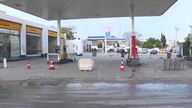 A gas station closes while motorists queue to buy gasoline disruptions in the distribution of fuel have been recorded throughout Tunisia following a...