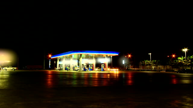 stockvideo's en b-roll-footage met gas station - station