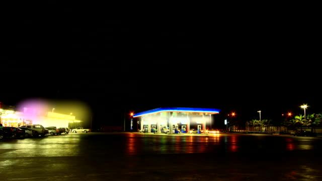 vídeos de stock e filmes b-roll de posto de gasolina - gas station