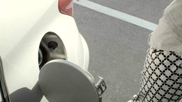 ガソリンスタンドます。 - ガソリン点の映像素材/bロール