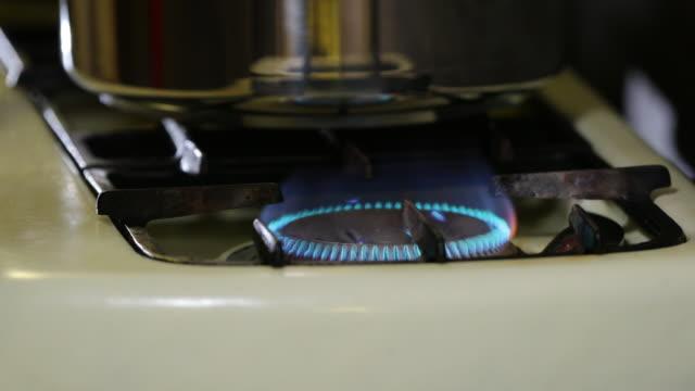 gas stove and pressure cooker. - ガスコンロ点の映像素材/bロール