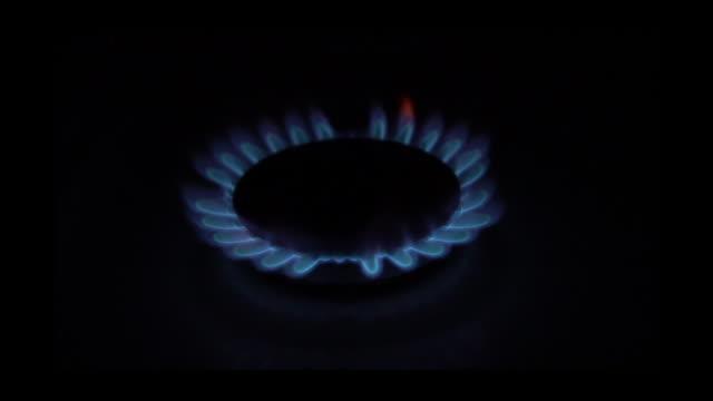 slo mo gas stove burner ring igniting - ガスコンロ点の映像素材/bロール
