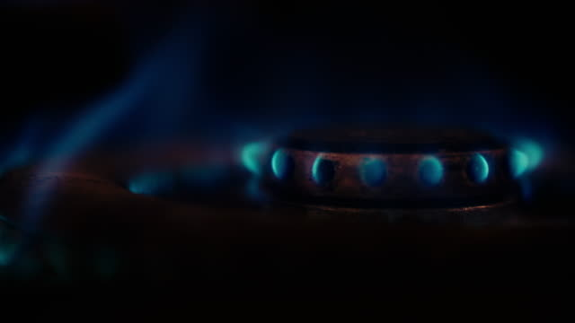 ガスストーブが点火する。 - ストーブ点の映像素材/bロール