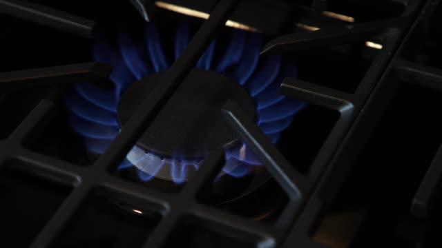 gas-herd - cooker stock-videos und b-roll-filmmaterial