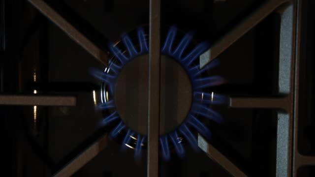 ガスストーブ - ガスコンロ点の映像素材/bロール