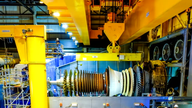 vídeos de stock e filmes b-roll de gas turbine rotor installation in combine cycle powerplant - gerador