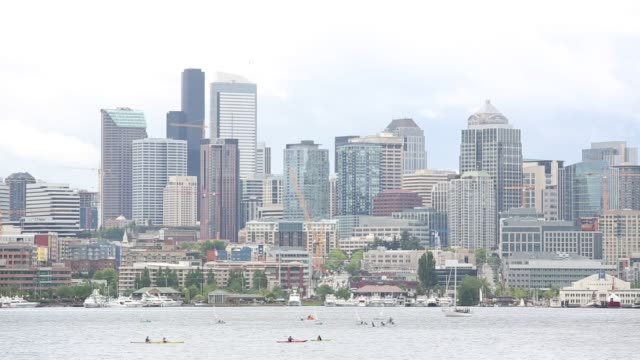 stockvideo's en b-roll-footage met gas works park in seattle, washington is a public park on the site of the former seattle gas light company gasification plant, located on the north... - plaatselijk monument