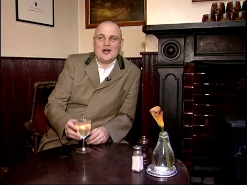 al murray's view; al murray putting case for gastro pubs sot cutaways log fire london pride pump food prepared in kitchens of gastro pub couple... - al murray stock videos & royalty-free footage