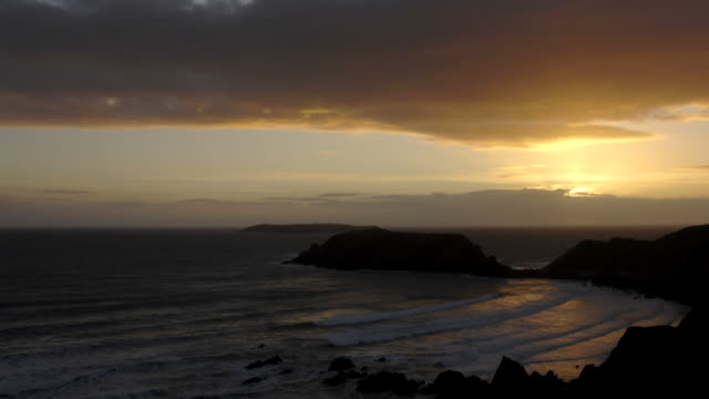 gateholm island .  pembrokeshire, wales, uk - ペンブローク点の映像素材/bロール