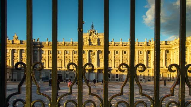gates at palacio real, madrid (motion control timelapse) - palast stock-videos und b-roll-filmmaterial