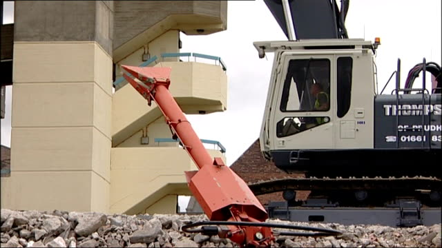 stockvideo's en b-roll-footage met gateshead carpark featured in 1970s film get carter to be demolished tyne and wear gateshead multistorey carpark being demolished - tyne and wear