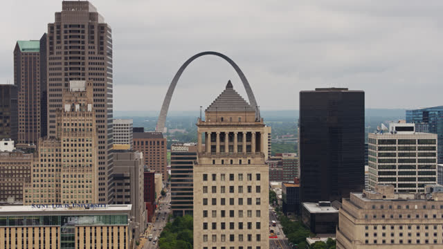 gateway arch and old courthouse behind downtown st louis buildings - drone shot - gateway arch st. louis stock videos & royalty-free footage