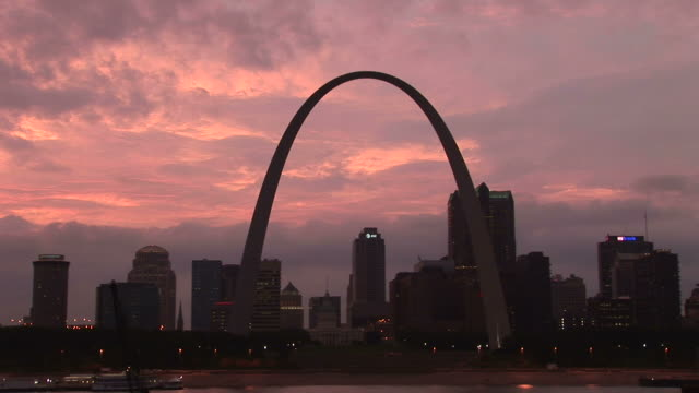 gateway arch and st. louis skyline - gateway arch st. louis stock videos & royalty-free footage