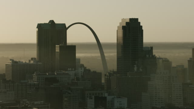 gateway arch and st louis skyscrapers - jefferson national expansion memorial park stock videos & royalty-free footage