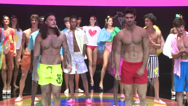 ágatha ruiz de la prada : runway - day 3 - 'moda calida' in gran canaria - swim week - フアン・ベタンコート点の映像素材/bロール