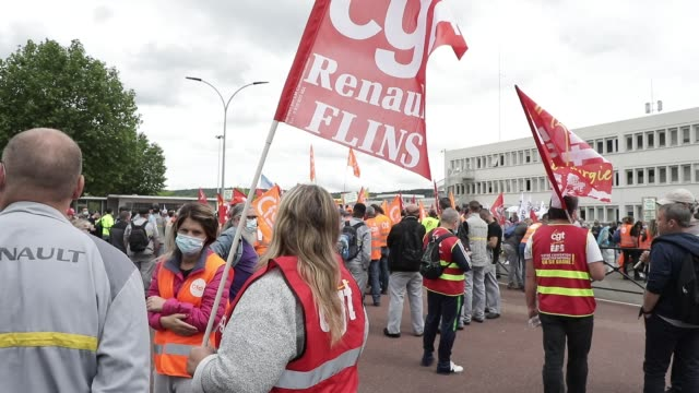 vidéos et rushes de gathering in front of the french car manufacturer renault factory at the call of several trade union as cgt cfdt unsa fo and cfecgc on june 17 2020... - isore vincent