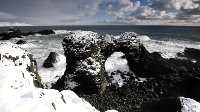 gatklettur natural arch rock. snaefellsnes peninsula, iceland - snäfellsnes stock-videos und b-roll-filmmaterial