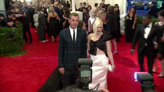 """gavin rossdale, gwen stefani at """"punk: chaos to couture"""" costume institute gala at metropolitan museum of art on may 06, 2013 in new york, new york - gwen stefani stock videos & royalty-free footage"""