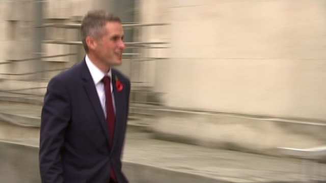 stockvideo's en b-roll-footage met gavin williamson sacked as defence secretary after national security council leak t02111701 / london whitehall ext various of then newly appointed... - ministerie van defensie