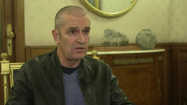 stockvideo's en b-roll-footage met gay and bisexual men to be given pardons rupert everett interview sot - rupert everett