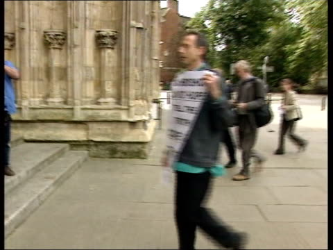 vídeos de stock e filmes b-roll de peter tatchell outs archbishop of york news england yorkshire york clergymen towards as arriving for general synod meeting gay rights campaigner... - homofobia