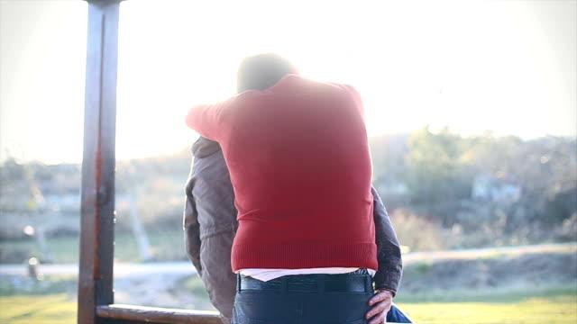 vídeos y material grabado en eventos de stock de pareja gay disfrute de la hermosa día - homosexual