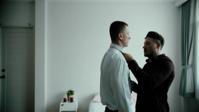 stockvideo's en b-roll-footage met gay paar krijgen gekleed omhoog - shirt and tie