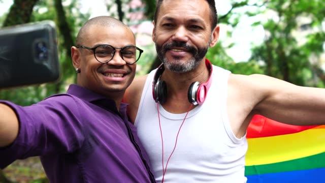 Gay Couple nehmen ein Selbstporträt
