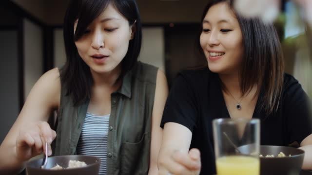ゲイ国内シーン - 朝食点の映像素材/bロール