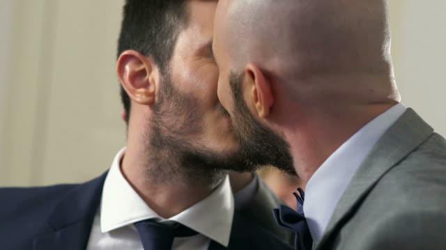 vídeos y material grabado en eventos de stock de gay wedding ceremony at registry office - homosexual