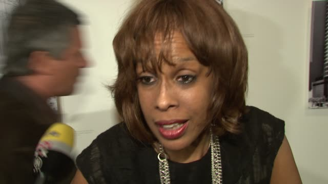 gayle king talks about being so excited to be out tonight. she talks about what sets him apart from other designers. he says he really appreciates a... - gayle king stock videos & royalty-free footage