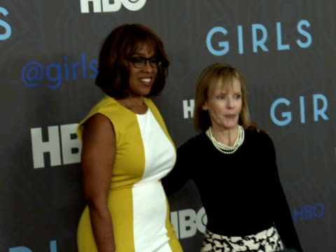 gayle king & unidentified woman posing for paparazzi on the red carpet at nyu skirball center - performer stock videos & royalty-free footage