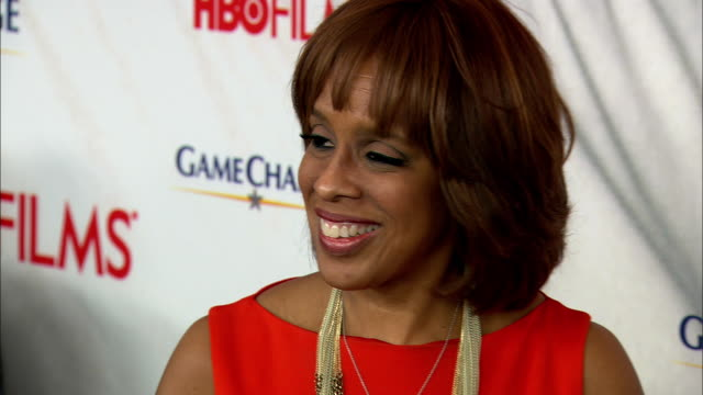 gayle king walking on to blue carpet and posing for paparazzi on the red carpet at the ziegfeld theater - gayle king stock videos & royalty-free footage